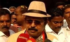 TTV Dinakaran addressing reporters regarding the suicide of a worker