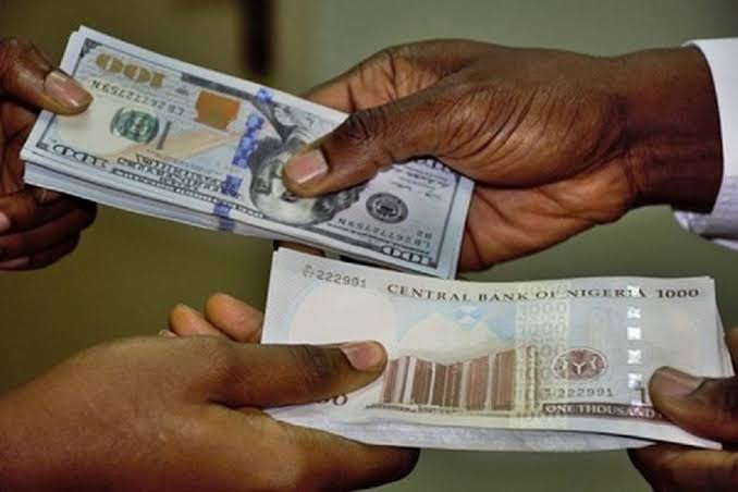 Naira trades at N402/$ stabilizing at the black market
