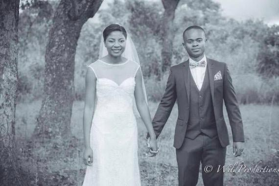 What Could Be Abnormal With This Pre-wedding Photo?