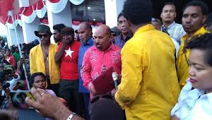 Ditelpon Khofifah, Lukas Enembe Sampaikan Orang Papua Cinta Gus Dur dan Tanyakan Banser