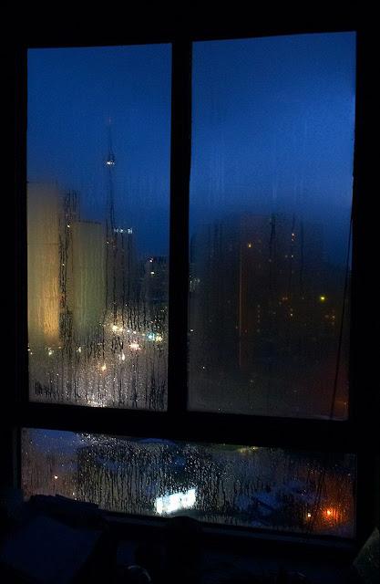 Hình ảnh mưa đêm buồn