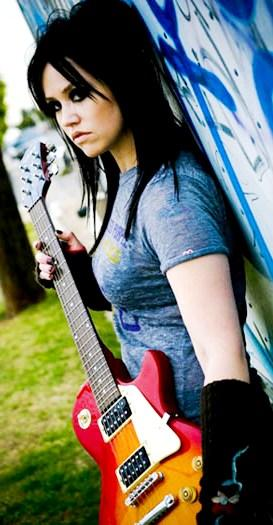 Foto de Jane Carrey posando con su guitarra