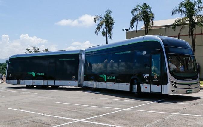 BYD apresenta primeiro ônibus articulado 100% elétrico fabricado no Brasil