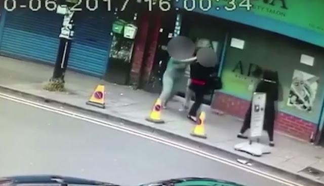 3 نساء اعتدين بالضرب على امرأة.. والسبب تسريحة شعر!.. فيديو