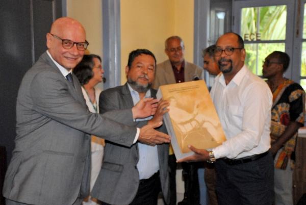 Governo de Alagoas entrega coleção do jornal Correio da Pedra à Fundação Joaquim Nabuco