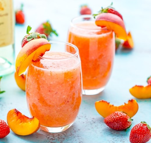 Strawberry Peach Wine Slushies #drinks #alcohol