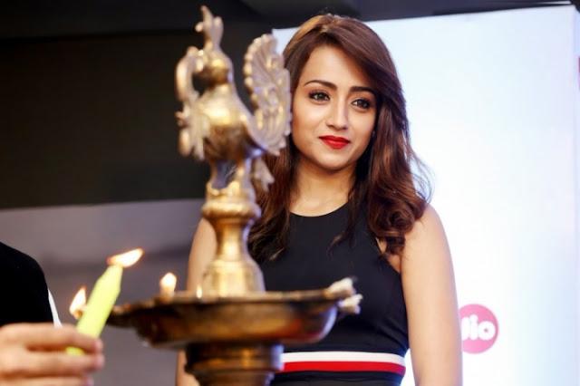 Trisha Krishnan At Jio 65th Filmfare Awards Press Meet
