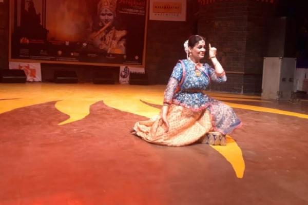 surajkund-mela-jaipur-kathak-dancer-anu-sinha-dance-10-feb-2019
