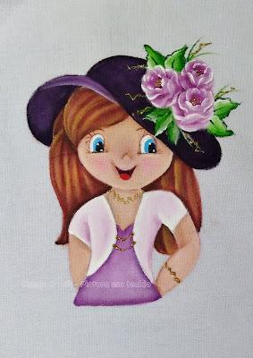 pintura em tecido boneca lilás com chapeu e rosas