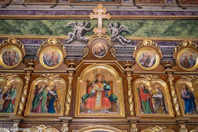 W środku ikonostasu Chrystus Pantokrator (Władca Wszechświata)