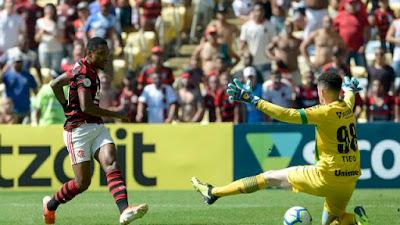 Vitinho abriu o placar para o Flamengou no Maracanã (Foto: CELSO PUPO/FOTOARENA/ESTADÃO CONTEÚDO)