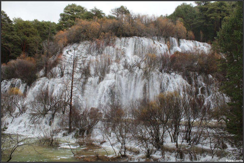 Cascadas Del Nacimiento del Río Cuervo (vista 1)