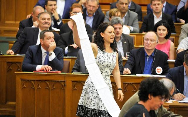 Νόμος με έμμεσο στόχο τον Σόρος στην Ουγγαρία