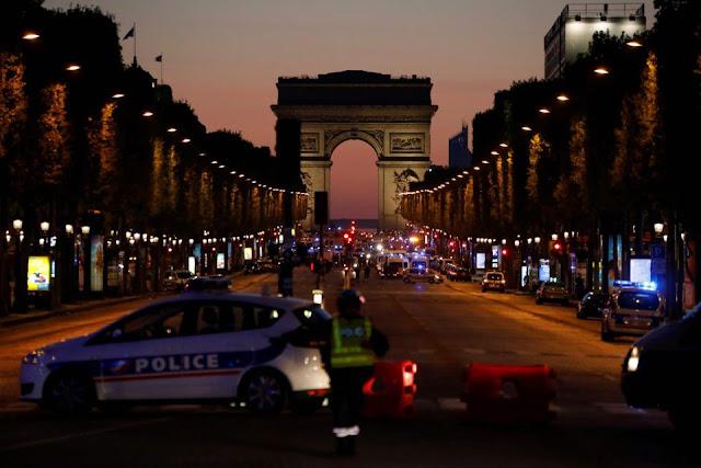 O presidente francês, François Hollande, disse estar convencido de que a atrocidade esteja relacionada ao terror