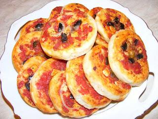 pizza, retete, minipizza, aperitive, pizzerie, mini pizza, retete de mancare, retete de post, reteta pizza,