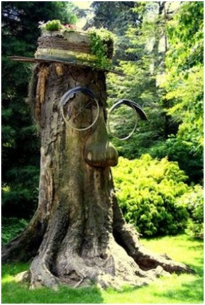 "Kacamata terbuat dari roda bekas untuk ""si manusia pohon""."