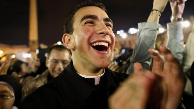 Que significa la palabra católico y por qué somos católicos. Aquí te explicamos.