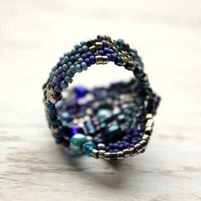 купить Необычное крупное кольцо ручной работы в тёмно-синих тонах