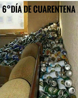 Salón lleno de latas de cerveza