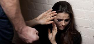Πάτρα: Πλάκωσε στο ξύλο τη γυναίκα του μπροστά στα παιδιά – Η απίστευτη αιτία για το βίαιο ξέσπασμα!