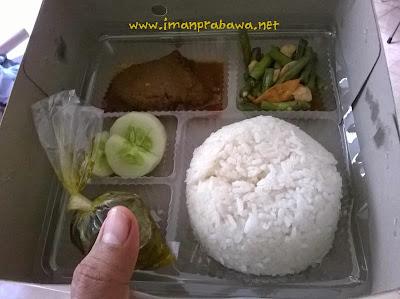 Makan Nasi Kotak