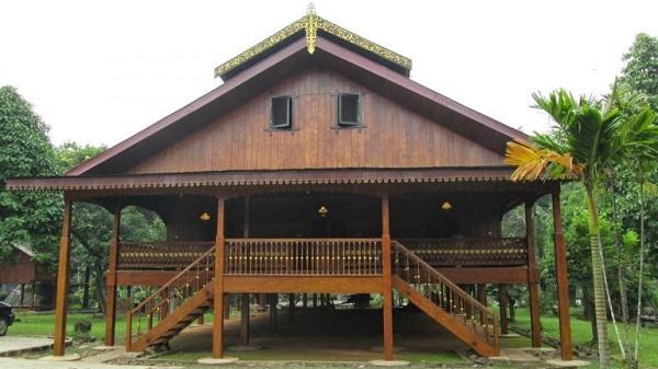 Rumah adat Sulawesi utara (Paweris)