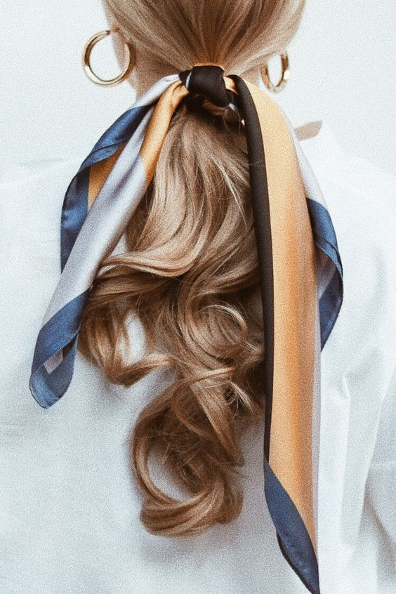 Style Inspiration | Mini Trend: the Silk Scarf