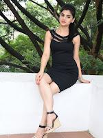 Selfie raja fame Kamna Ranawat sizzling pics-cover-photo
