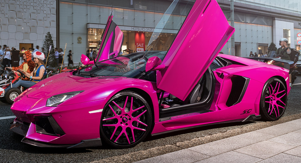 pink lamborghini aventador turns heads in tokyo. Black Bedroom Furniture Sets. Home Design Ideas