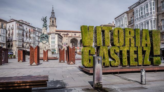 Cambian el nombre de la Avenida Juan Carlos I por Avenida 8 de Marzo en Gasteiz