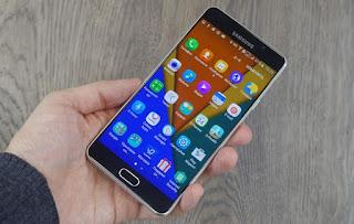 Nên mua Samsung Galaxy A7 hay Galaxy A5