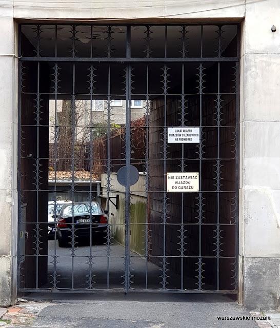 Warszawa Warsaw Śródmieście kamienica warszawskie ulice Gelbard Sigalin Pniewski Szanajca lata 30 architektura drzwi brama wjazd