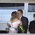Michele beija Bolsonaro a pedido do povo