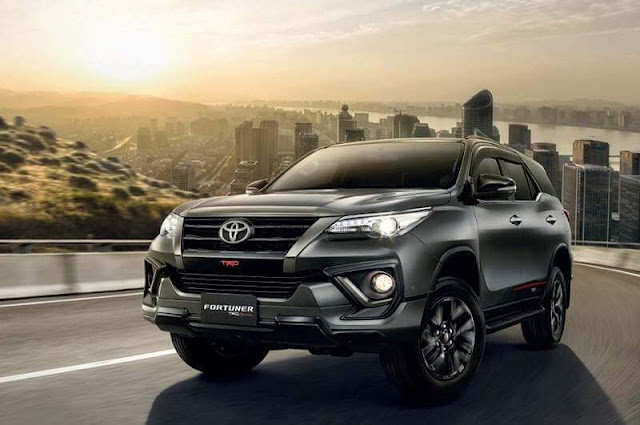 Mobil toyota Fortuner 4X2 Auto2000