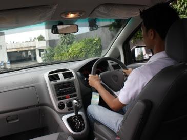 Usaha kursus mengemudi