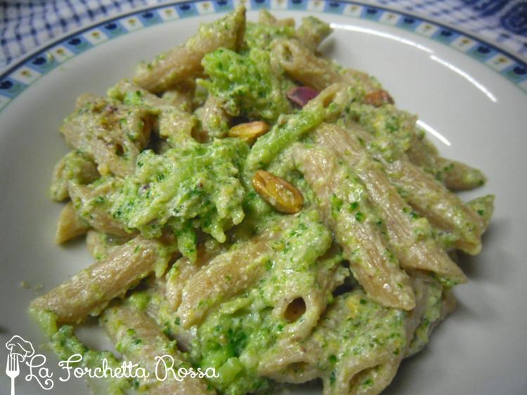La forchetta rossa pasta integrale con broccoli e pistacchi for Ricette primi piatti originali