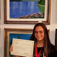 A jovem Ray Rabello, de Teresópolis, Medalha de Bronze com sua obra 'Águas de Bariloche'
