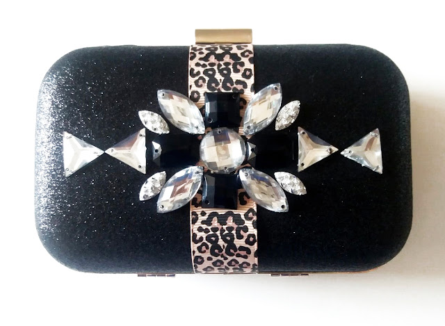 Clutch joya animal print blanco y negro
