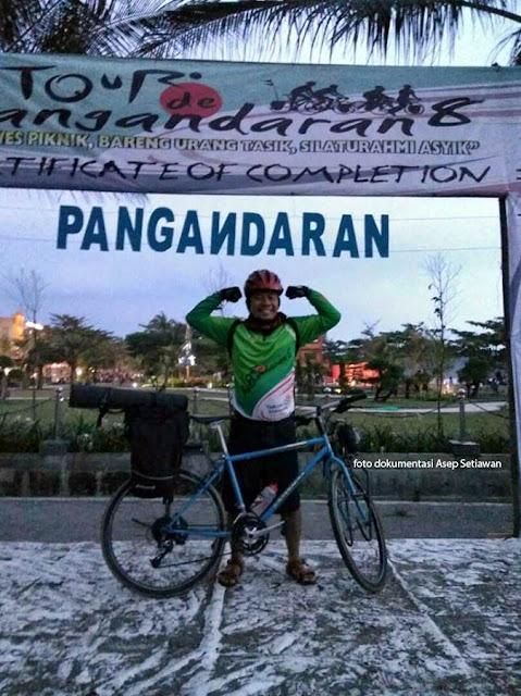 Selfie di Certificate of Completion Tour de Pangandaran. Foto : dok. Asep Setiawan.