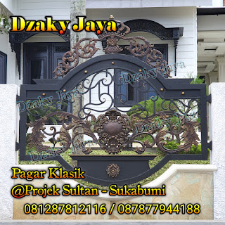 Pemasangan pagar klasik, pagar besi tempa klasik di Sukabumi, Jawa Barat.