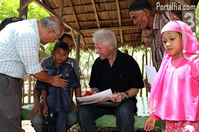Bill Clinton datang  ke Aceh