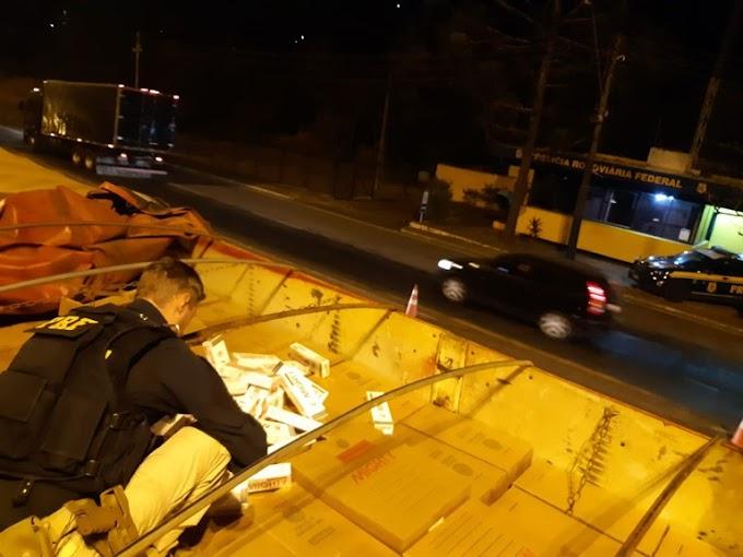 PRF apreende carreta carregada com cigarros contrabandeados na BR-153