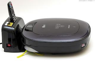 LG Hom-Bot Square VR64703LVM, con base di ricarica