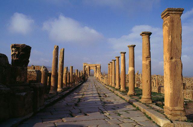 Uma das estradas para Timgad