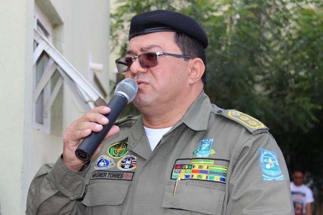 Coronel da Polícia Militar é agredido durante assalto e tem arma roubada na zona Leste de Teresina