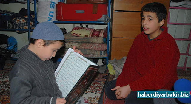 DIYARBAKIR-The children of Ambar family, who had migrated to Idlib from Aleppo city of Syria and then migrated to Diyarbakir, memorized many parts of Qur'an under bombardment.