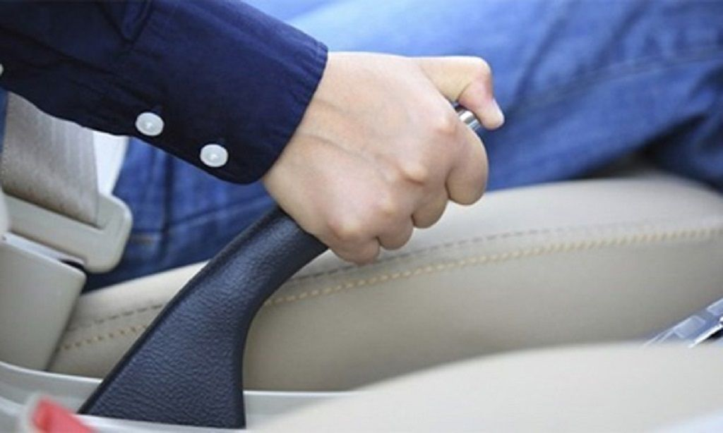 Thói quen nào dễ gây hại cho phanh ô tô?