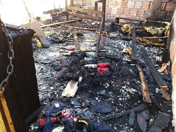 Tragédia! : Três crianças morrem após quarto em que dormiam pegar fogo em Centro Novo do Maranhão