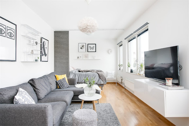 Draperie tip panou între dormitor și living într-o garsonieră de 39 m²