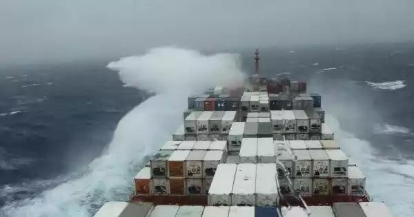 Ακυβέρνητο πλοίο στο Μυρτώο πέλαγος: Αγωνία για τη ζωή 22 ναυτικών - Άνεμοι 10 μποφόρ!